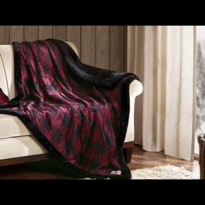 Iconic! Woolrich Buffalo Plaid Plush Throw